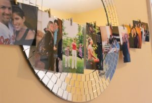 One of my favorite ways to personalize party deco, is to print photos from the person's Facebook, and display them in different ways.